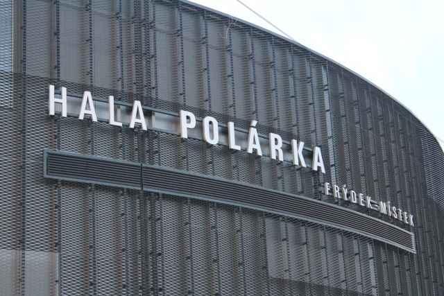 Foto opláštění stadionu ve Frýdku Místku - perfolinea.cz